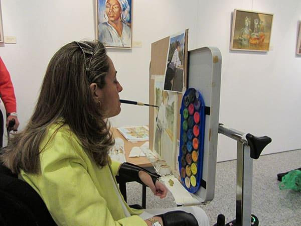 demostración de pintura con la boca Marta de Frutos